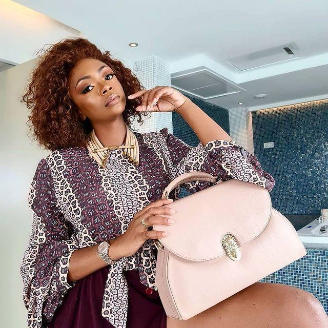 Rumen Luxury light pink handbag